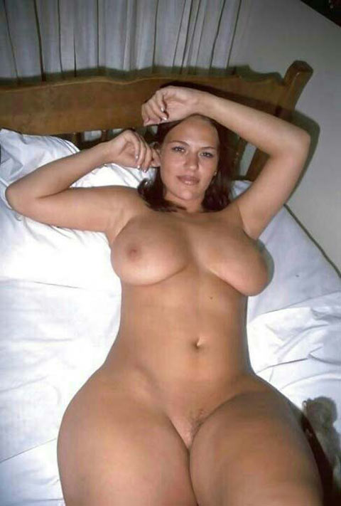 Larges hanches gros seins