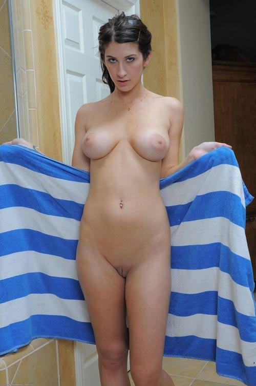 Daphnée grecque nue aux jolis seins