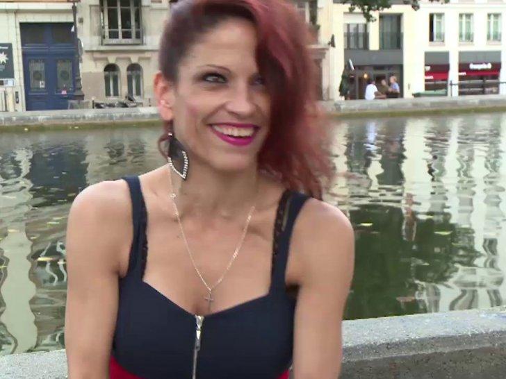 Nikki, ancienne pute roumaine rêve de faire du X