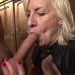 Video cougar salope blonde qui baise un employé