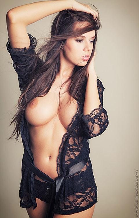Axelle belle métisse à gros seins