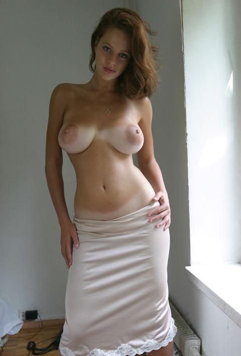 Juive rousse aux gros seins