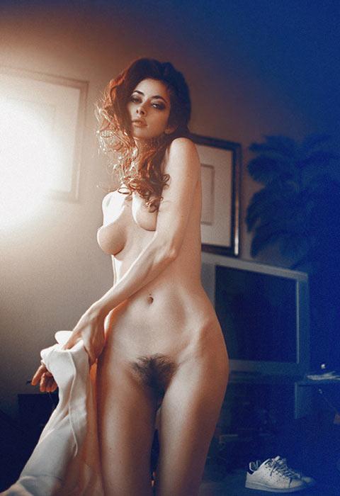 Jeune fille rousse maigre trs jolie en mode sexe