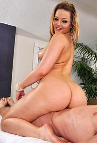 Alexis Texas masseuse blonde poilue défoncée