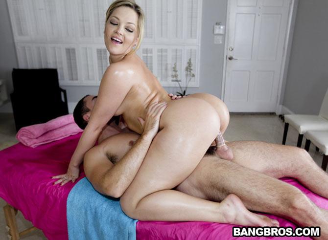 Alexis Texas bouge son gros cul de blonde chez PornstarSpa