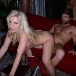 Ashley Fires blonde nympho baisée par un homme marié
