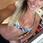 Superbe bombasse suédoise blonde extravertie
