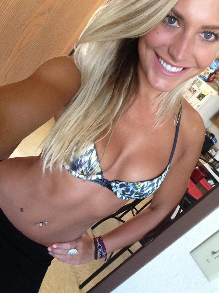 Helga bombasse suédoise bikini