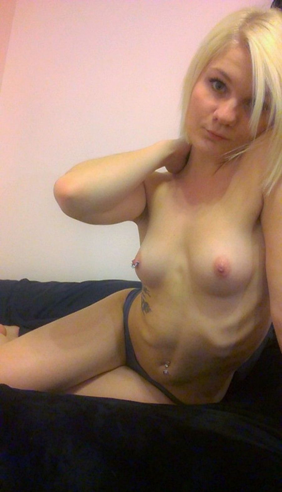Camille meuf rebelle blonde nue photo 3