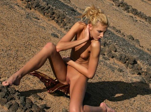 prof salope elle se promene nu dans la rue