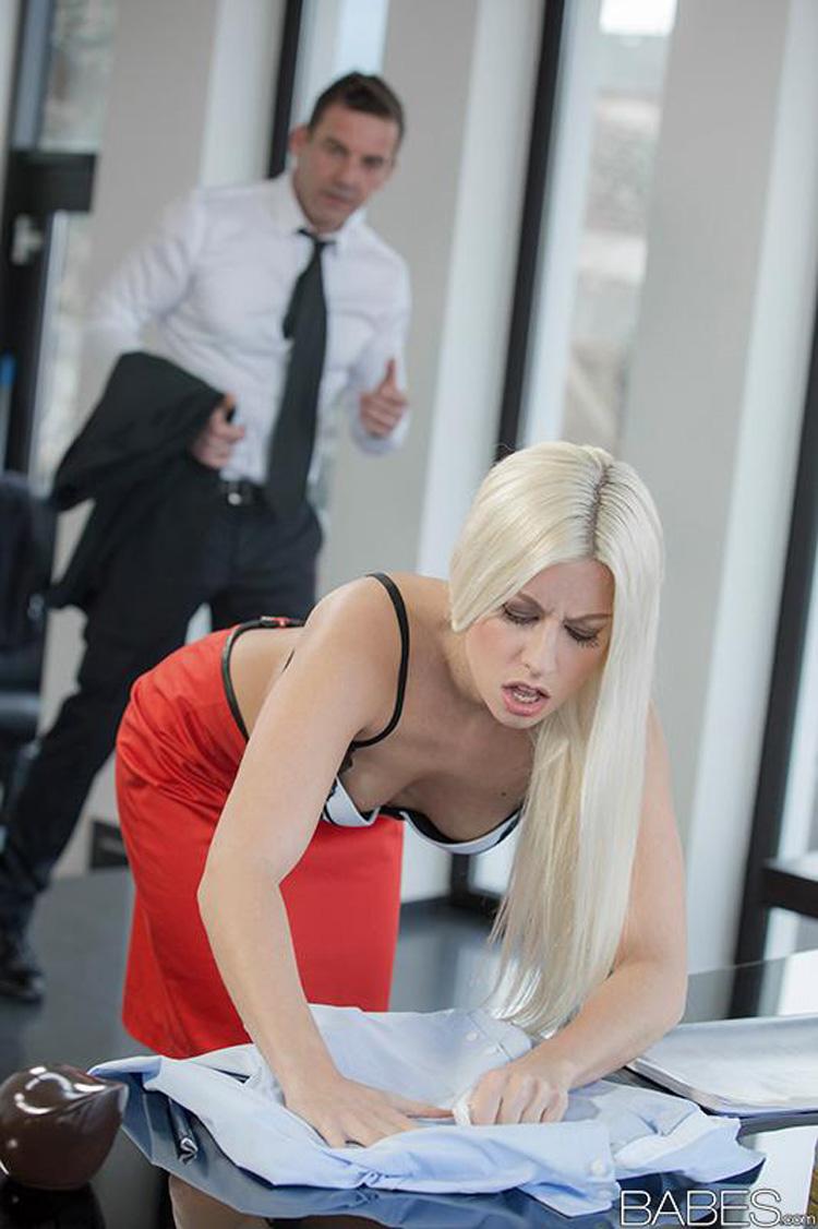 Jessie Volt secrétaire salope Babes 40