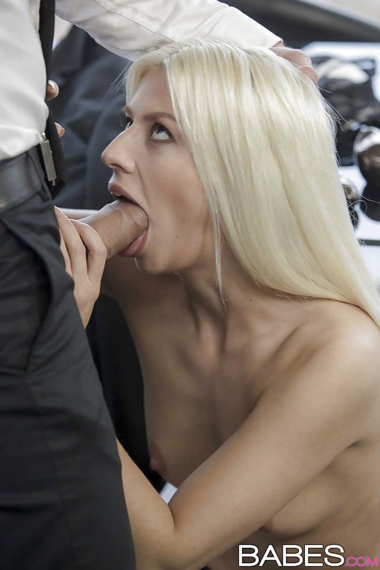 Jessie Volt secrétaire salope Babes 5