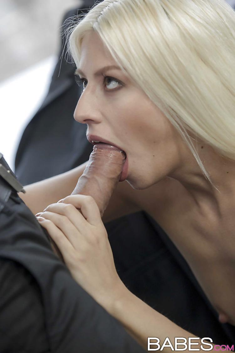 Jessie Volt secrétaire salope Babes 7