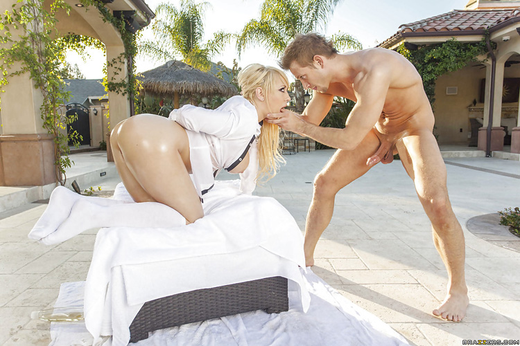 Kagney Linn Karter At Home Booty Big Wet Butts 27