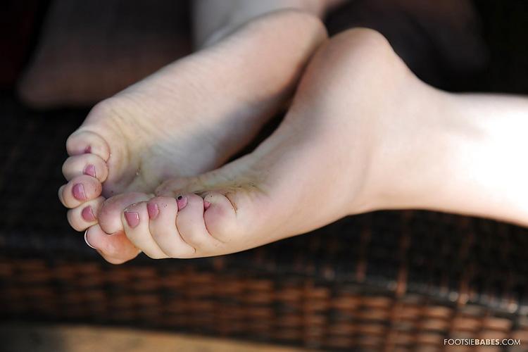 Kagney Linn Karter Footsie Babes 13