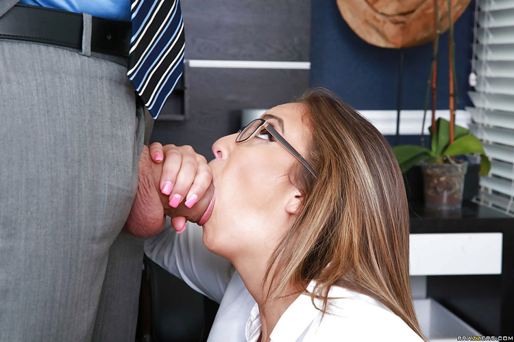 Layla London Big tits at Work 21