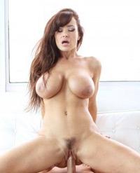 Lisa Ann cougar sensuelle baisée par Bill Bailey