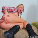 Madison Scott cowgirl sexy enculée par un fermier