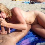 Maman suce papa à la plage