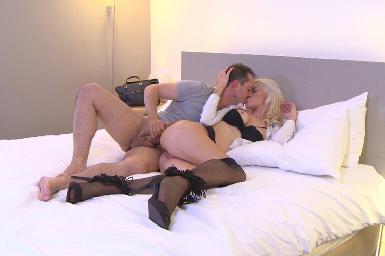 Mandy hotesse sexy anal Jacquie et Michel 15