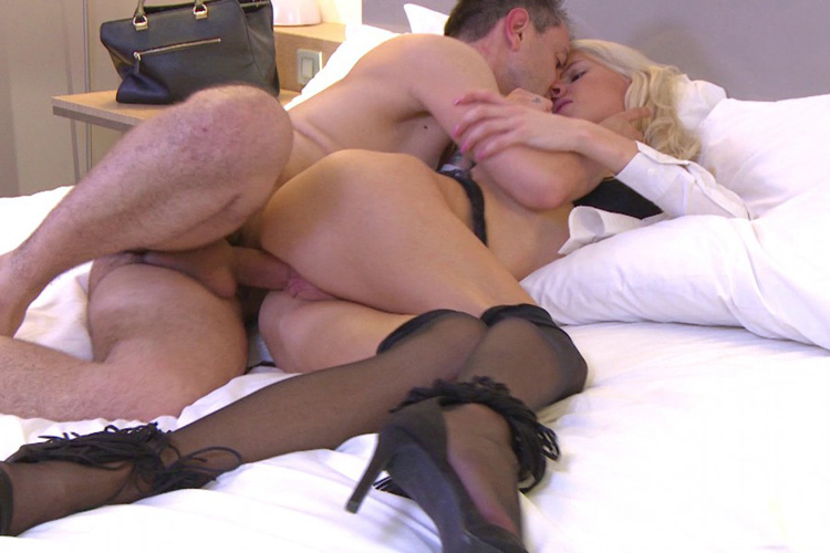 Mandy hotesse sexy anal Jacquie et Michel 16