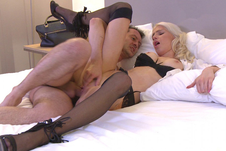 Mandy hotesse sexy anal Jacquie et Michel 17