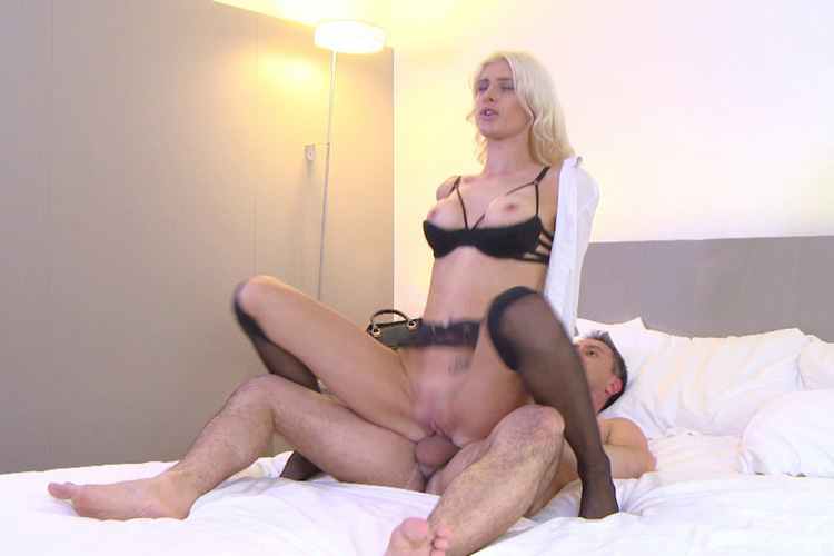 Mandy hotesse sexy anal Jacquie et Michel 20