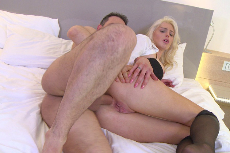 Mandy hotesse sexy anal Jacquie et Michel 32