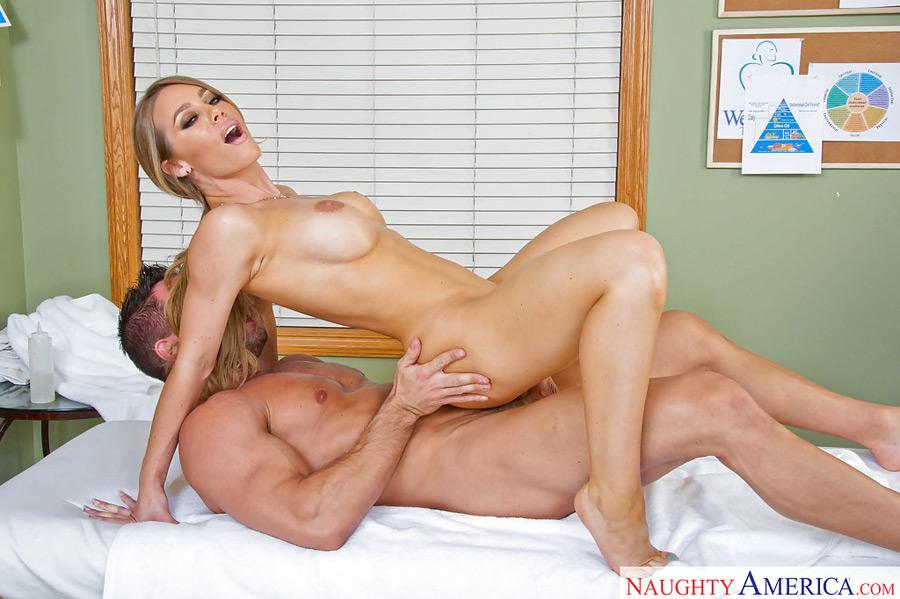 в кабинете порно массажа онлайн