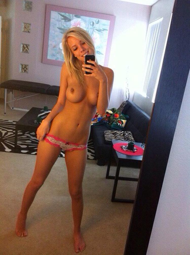 Elodie blonde très beaux seins 5